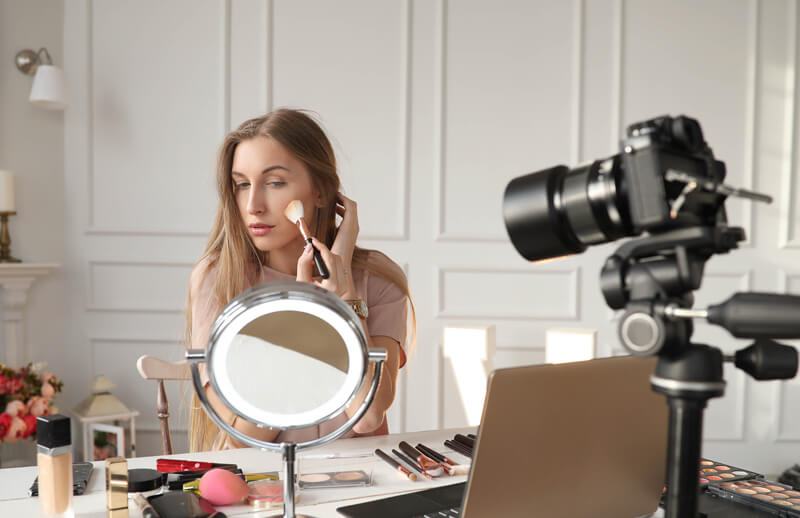 Complément de salaire en maquillage conseil